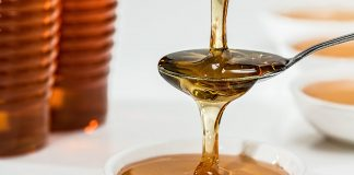 Close Up Honey Pouring 33260